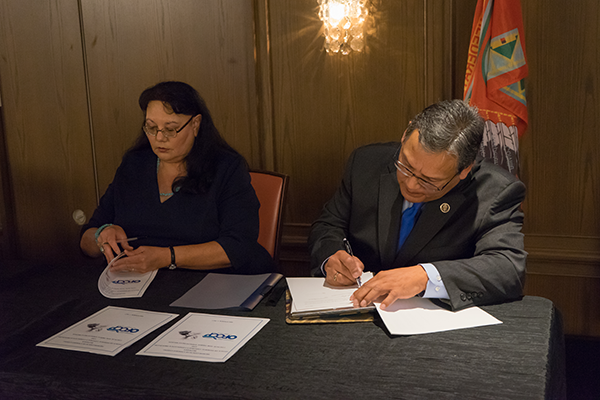 CTER President Lee Adolph and Theresa Lujan of DOL's OFCCP sign a new MOU.